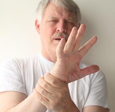 事故で首にダメージ、後遺症で手足のしびれが治らない時、どうするか? Vol.1