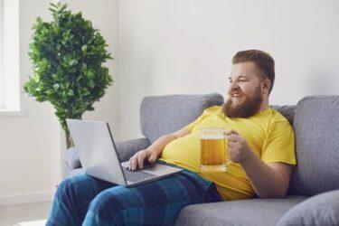 誰でも楽しめる会社のチームで行うオンライン飲み会の方法